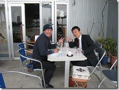 岡本さんテラスで商談2人で